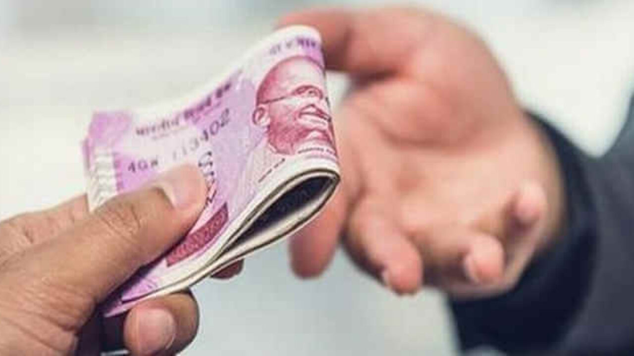 No Disallowance u/s 40A(3) for cash paid to agents for onward expenses